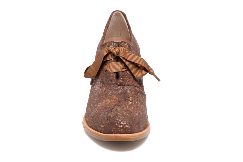 Zapatos con cordones Neosens CYNTHIA S534 Marrón vista del modelo