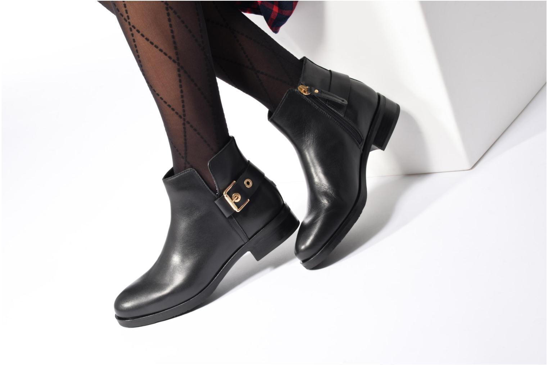 Bottines et boots Tommy Hilfiger Tessa 1A Noir vue bas / vue portée sac