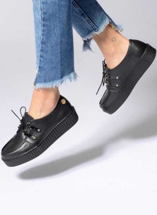 Chaussures à lacets Tommy Hilfiger Gigi Hadid Creeper Shoe Noir vue bas / vue portée sac