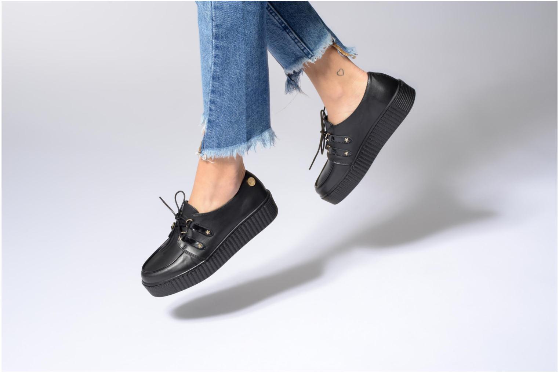 Schnürschuhe Tommy Hilfiger Gigi Hadid Creeper Shoe schwarz ansicht von unten / tasche getragen