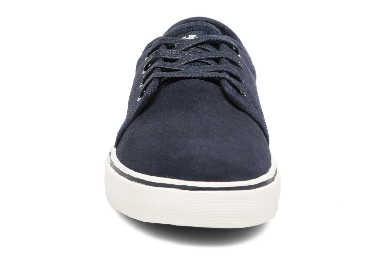 Sneakers Element Darwin Azzurro modello indossato