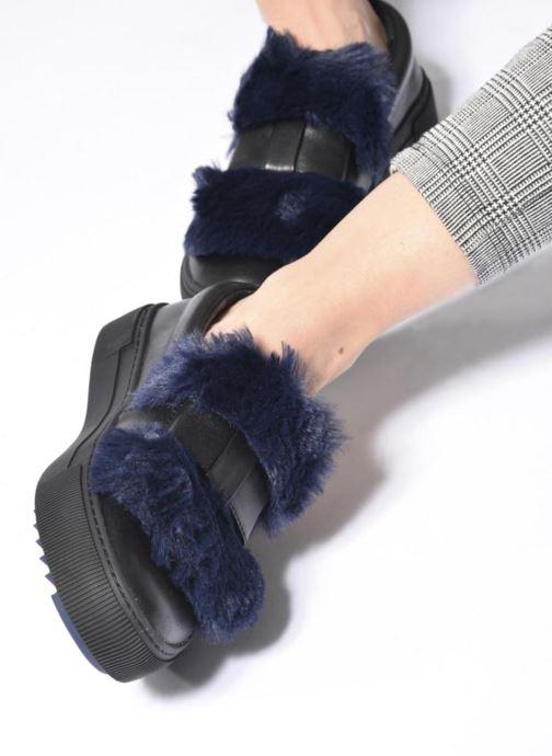 Sneakers Karl Lagerfeld Luxor Kup PomBow Slip On Nero immagine dal basso