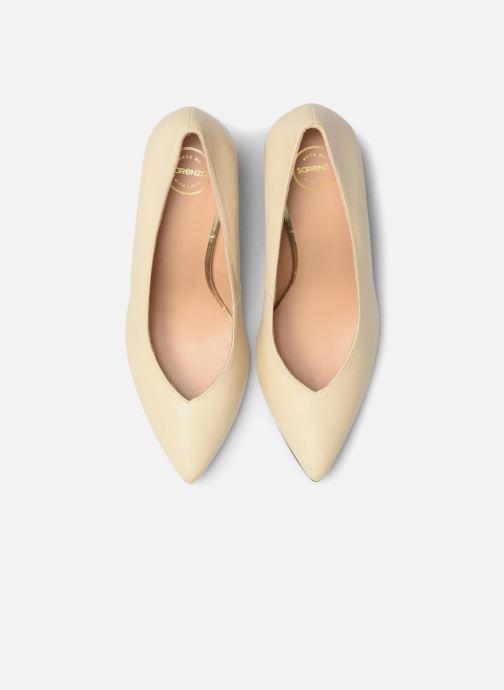 Zapatos de tacón Made by SARENZA Crazy Seventy #5 Beige vista del modelo
