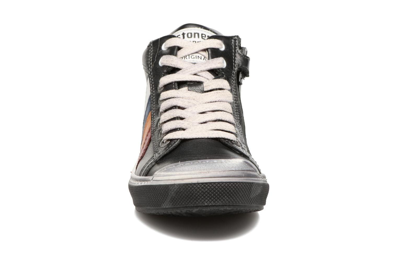 Sneakers Stones and Bones Rosto Sort se skoene på