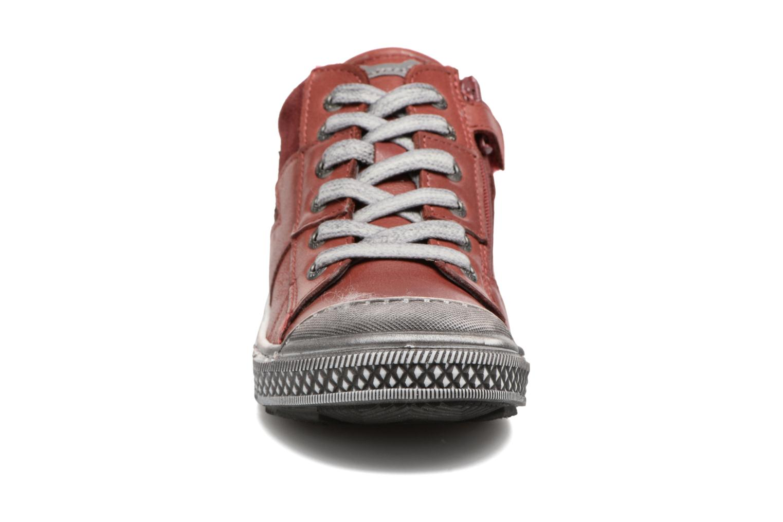 Sneaker Stones and Bones Lato rot schuhe getragen
