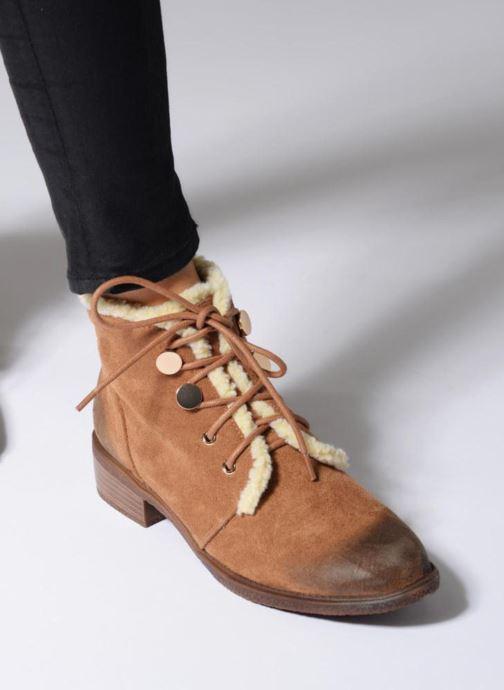 Bottines et boots Divine Factory Hotilie Marron vue bas / vue portée sac