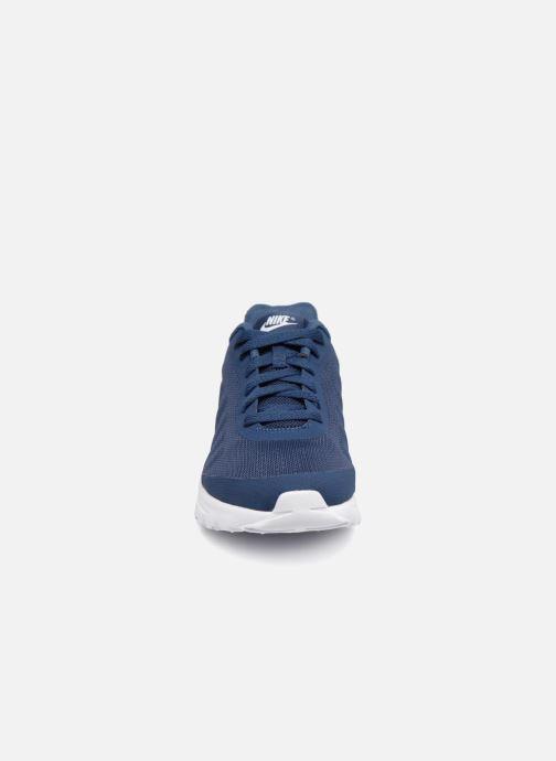 Baskets Nike Nike Air Max Invigor (Gs) Bleu vue portées chaussures