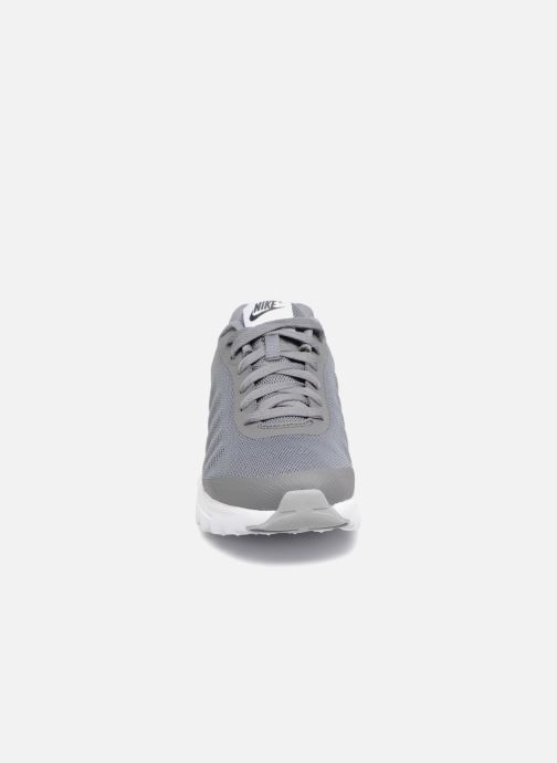 Baskets Nike Nike Air Max Invigor (Gs) Gris vue portées chaussures