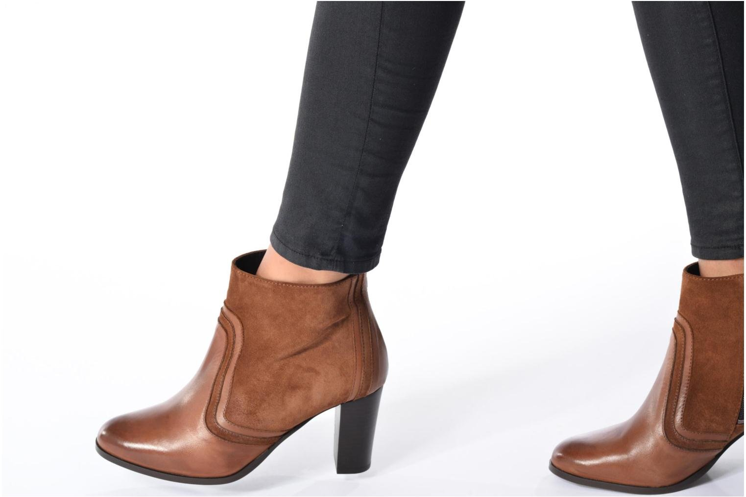 Ankle boots Georgia Rose Cepart Brown view from underneath / model view
