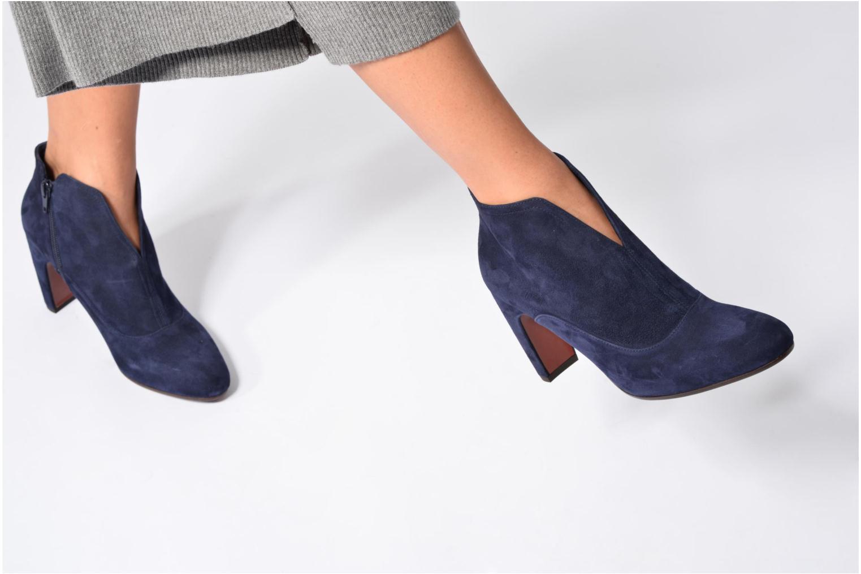Bottines et boots Chie Mihara X-Fedora 31 Bleu vue bas / vue portée sac