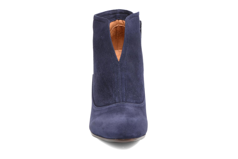 Bottines et boots Chie Mihara X-Fedora 31 Bleu vue portées chaussures