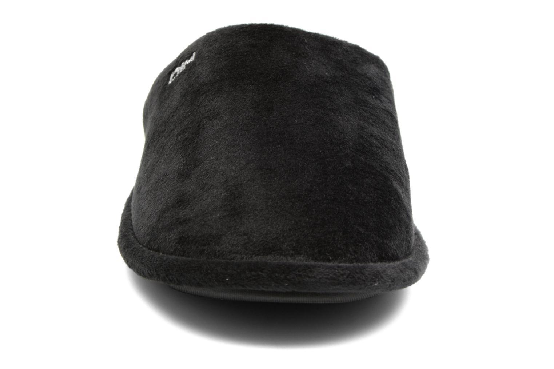 Pantuflas Dim D Revecry Negro vista del modelo