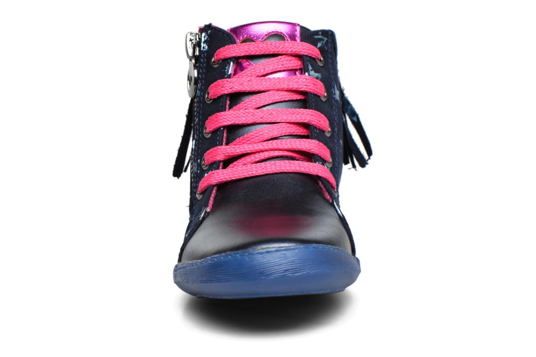 Baskets Agatha Ruiz de la Prada Clever Mid 3 Bleu vue portées chaussures