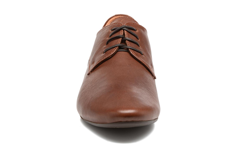 Zapatos con cordones Think! Guad 81290 Marrón vista del modelo