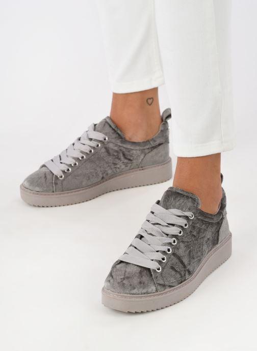 Sneaker Dune London Etch silber ansicht von unten / tasche getragen
