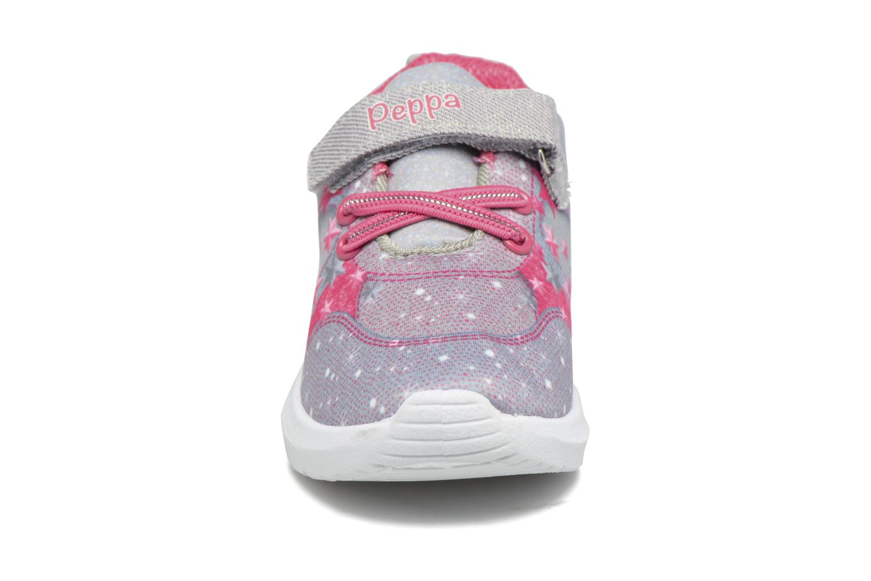 Sneakers Peppa Pig PP Nef Grigio modello indossato