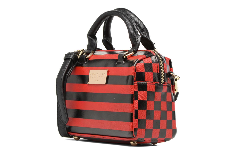 Sacs à main L'Aetelier Caesars LOLA Bowling Bag S Rouge vue portées chaussures