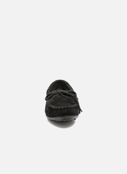 Mocassins Minnetonka Kilty Noir vue portées chaussures