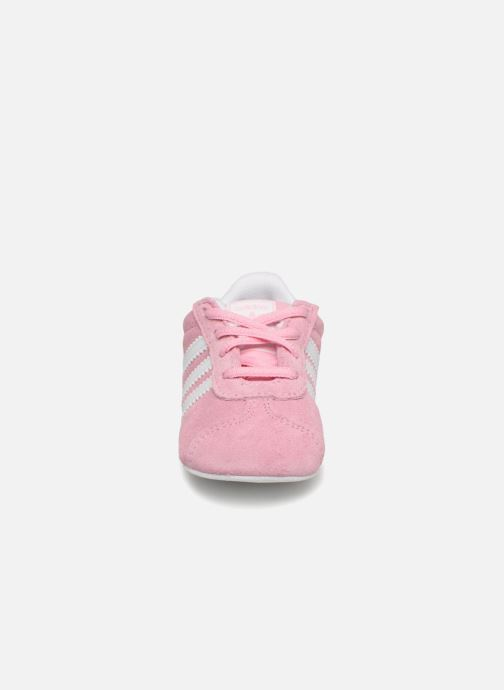 Baskets adidas originals Gazelle Crib Rose vue portées chaussures