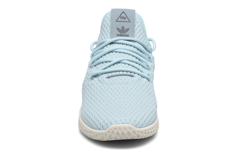 Sneakers Adidas Originals Pharrell Williams Tennis Hu J Azzurro modello indossato