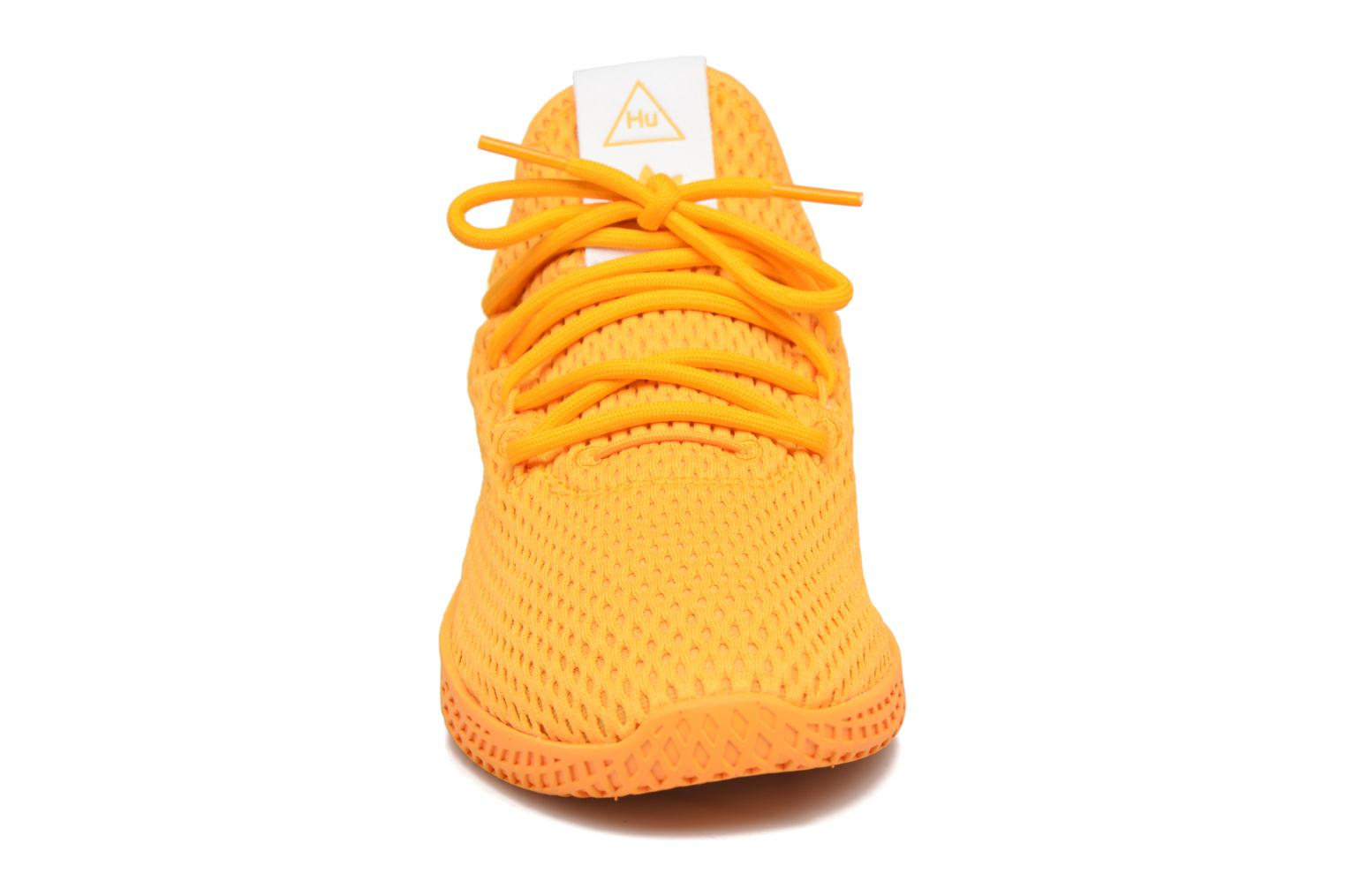 Sneakers Adidas Originals Pharrell Williams Tennis Hu J Giallo modello indossato