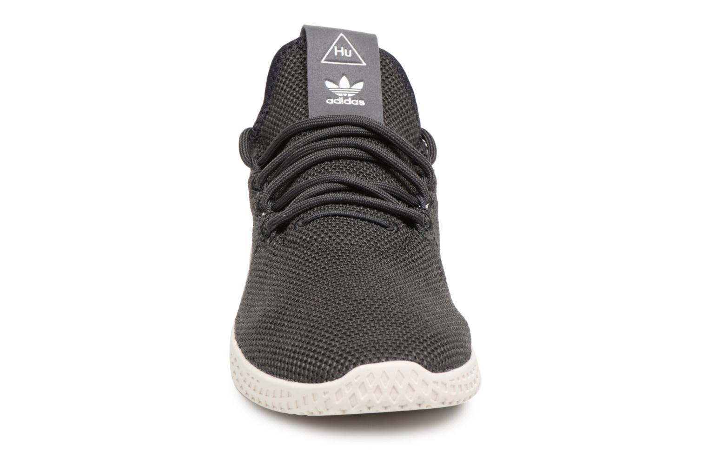 Baskets Adidas Originals Pharrell Williams Tennis Hu J Gris vue portées chaussures