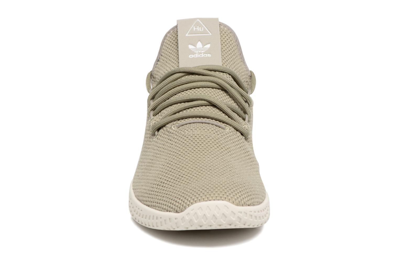 Sneakers Adidas Originals Pharrell Williams Tennis Hu J Verde modello indossato