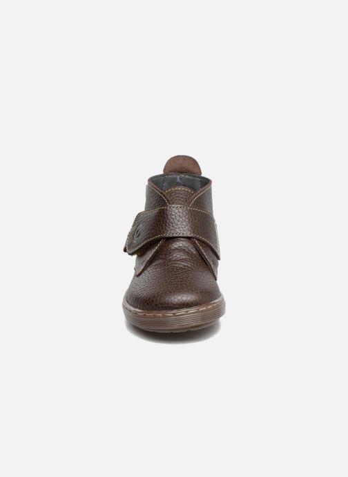 Scarpe con gli strappi Osito by Conguitos Nino Marrone modello indossato