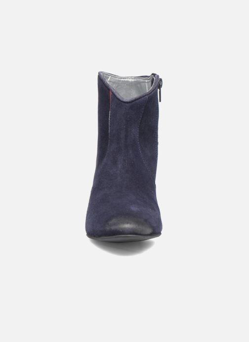 Stivaletti e tronchetti Kaporal Vuber Azzurro modello indossato