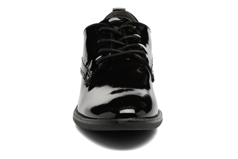 Scarpe con lacci Jana shoes Duna Nero modello indossato