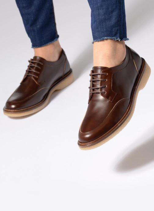 Chaussures à lacets Schmoove Woman Darwin derby Polido Noir vue bas / vue portée sac