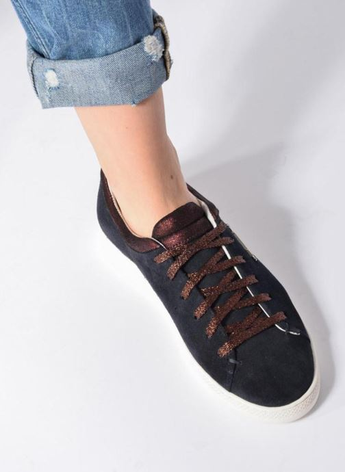 Trainers Schmoove Woman Sally sneaker Suede Black view from underneath / model view
