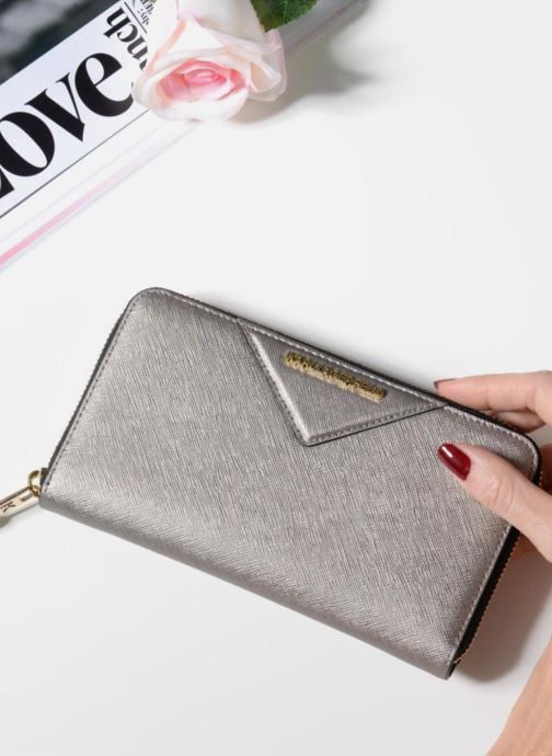Wallets & cases KARL LAGERFELD Klassik Zip around Wallet Silver view from underneath / model view
