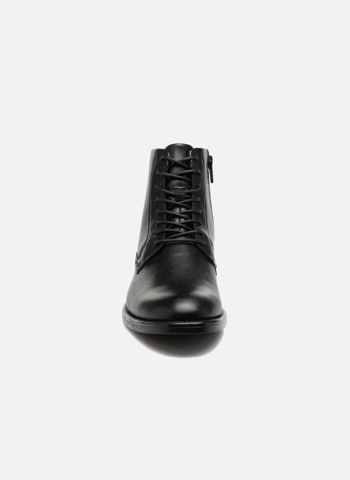 Stivaletti e tronchetti Vagabond Shoemakers Amina 4403-301 Nero modello indossato