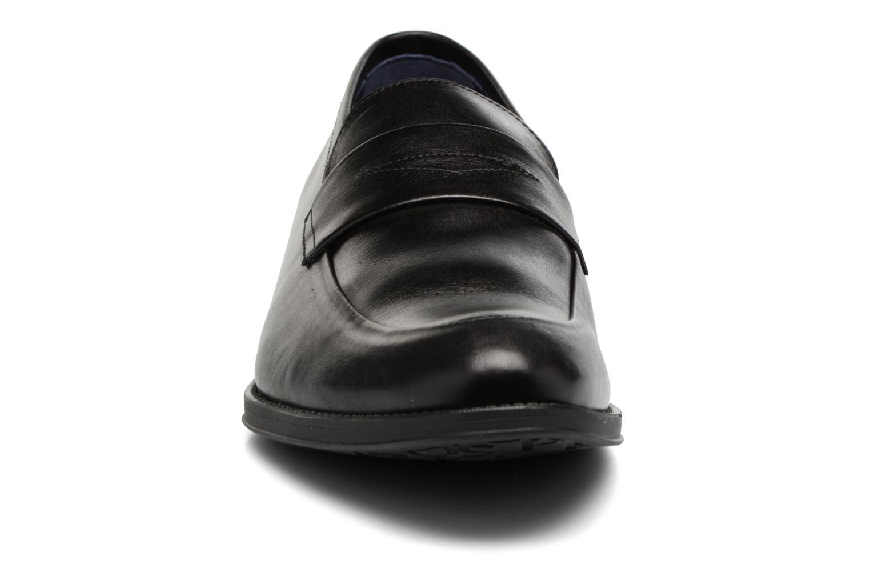 Mocassins Fluchos Heracles 9140 Noir vue portées chaussures