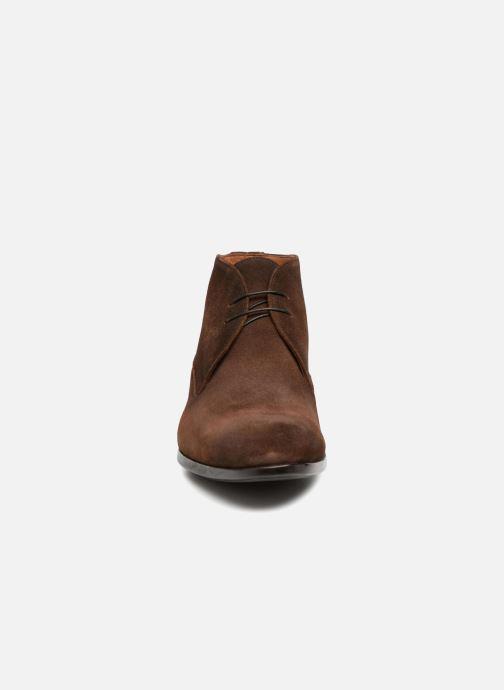 Scarpe con lacci Doucal's Orlando Marrone modello indossato