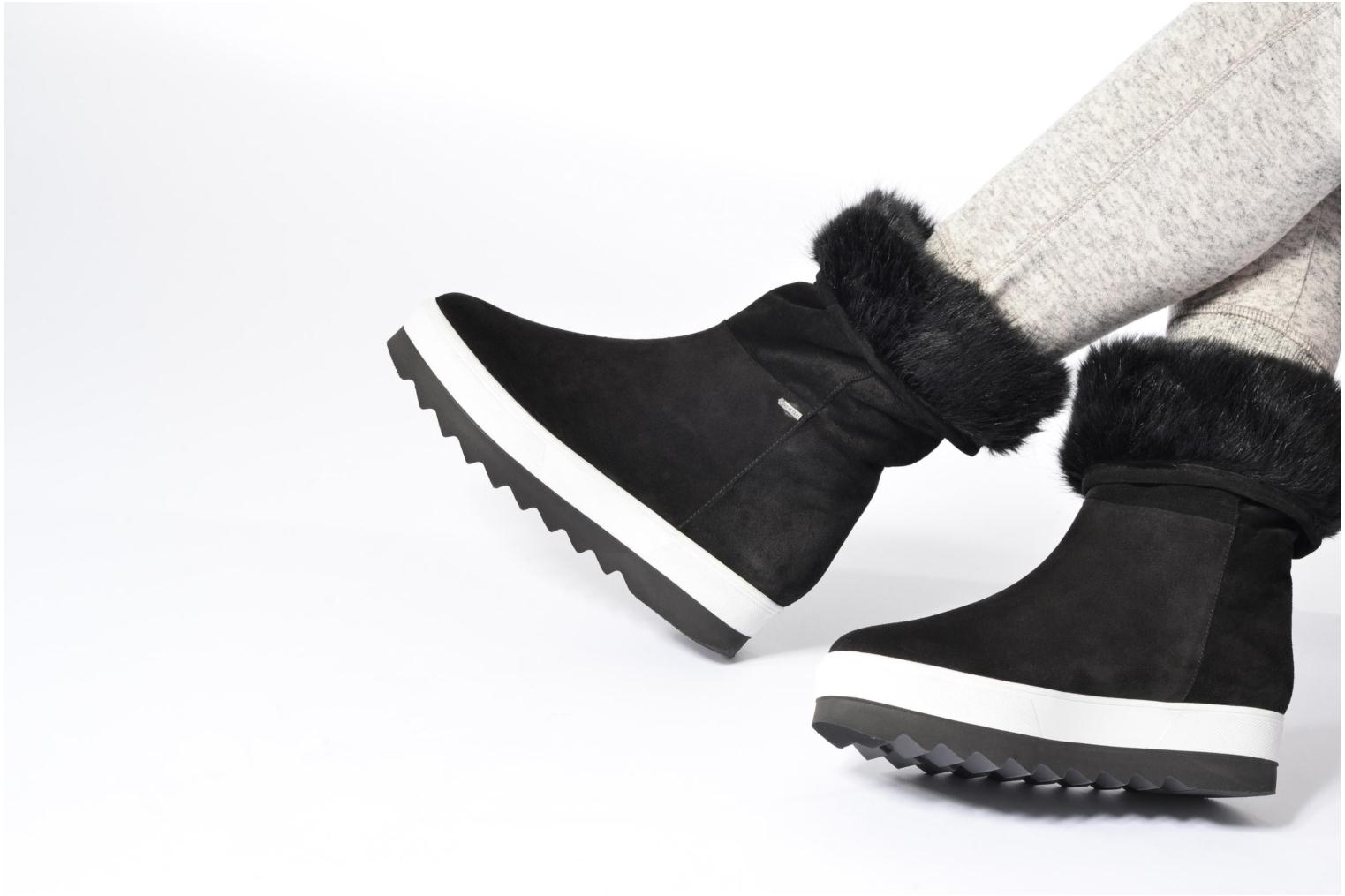 Sport shoes HÖGL Lily Black view from underneath / model view
