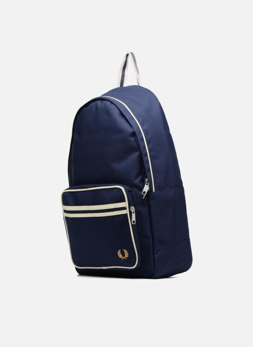 Sacs à dos Fred Perry Twin Tipped Backpack Bleu vue portées chaussures
