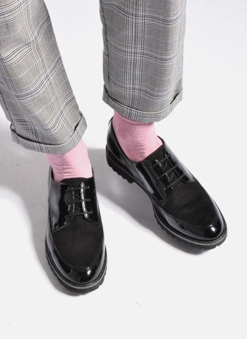 Chaussures à lacets Tamaris Varda Noir vue bas / vue portée sac