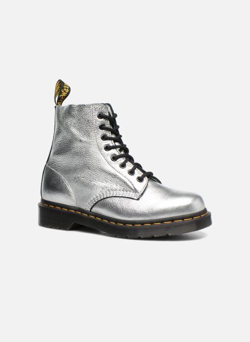 Boots Dr. Martens PASCAL MET Silver detaljerad bild på paret