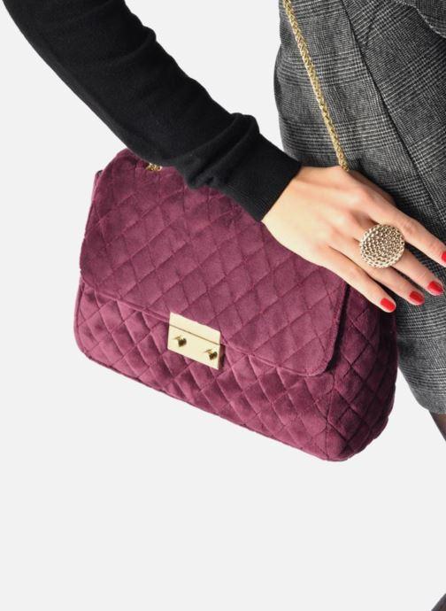 Handtaschen COSMOPARIS Porté épaule Onela Velvet weinrot ansicht von unten / tasche getragen