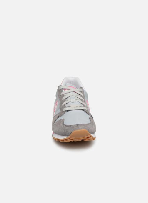 Sneakers Le Coq Sportif Omega W Grigio modello indossato