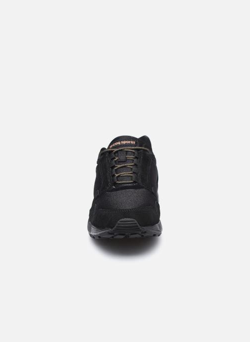 Sneakers Le Coq Sportif Omega W Nero modello indossato