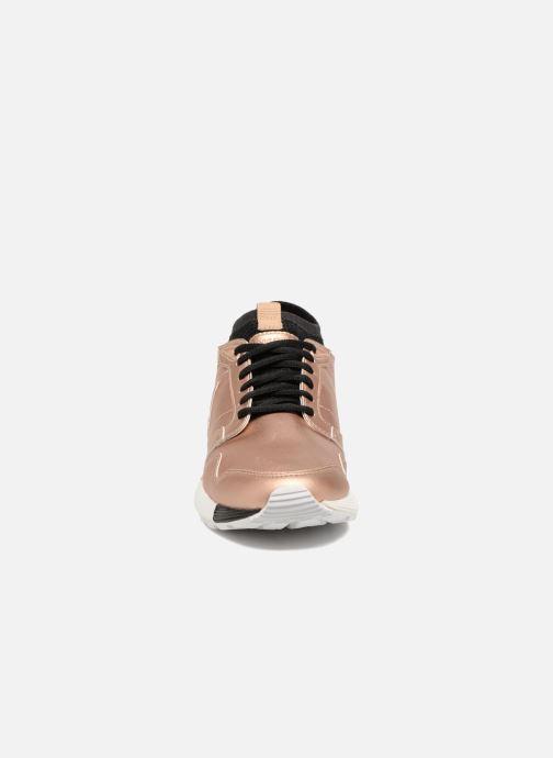 Baskets Le Coq Sportif Omicron Or et bronze vue portées chaussures