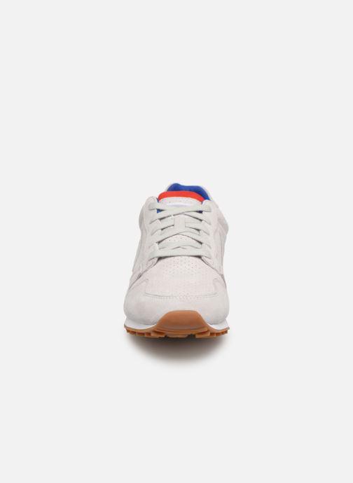 Baskets Le Coq Sportif Omega Gris vue portées chaussures
