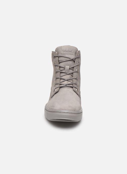 Sneakers Timberland Londyn 6 Inch Grigio modello indossato