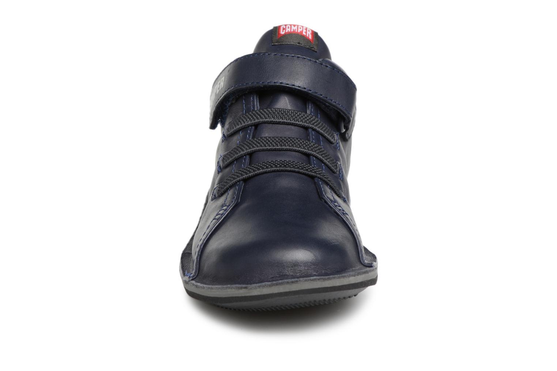 Sneakers Camper Beetle 2 Azzurro modello indossato