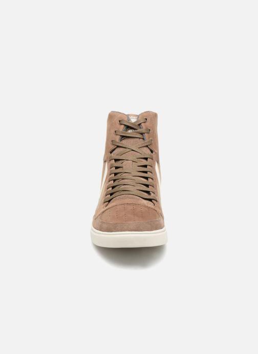 Sneakers Hummel Slimmer Stadil Duo Oiled High Marrone modello indossato