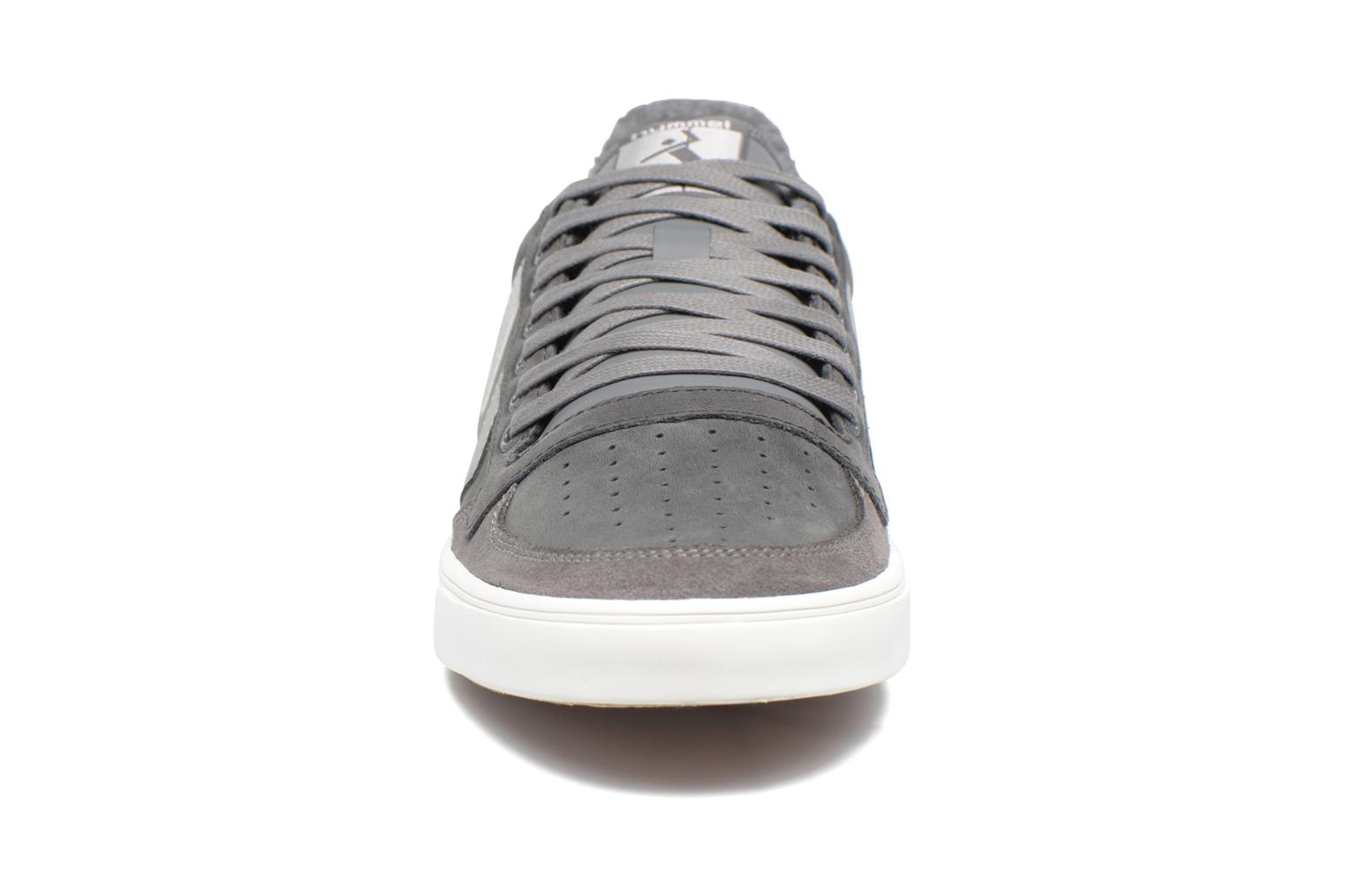 Baskets Hummel Slimmer Stadil Duo Oiled Low Gris vue portées chaussures