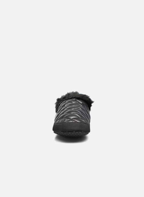 Pantuflas The North Face ThermoBall Tent Mule Faux Fur Iv Negro vista del modelo